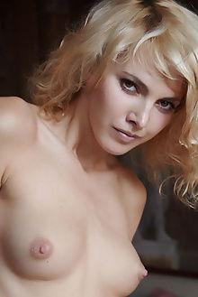 lilly rigola erro indoor blonde blue pussy