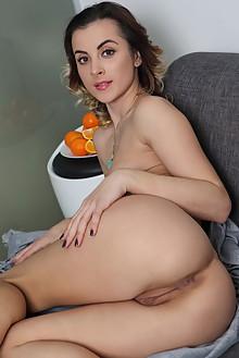 Juck in Beive by Leonardo indoor brunette hazel eyes shaved pussy ass custom
