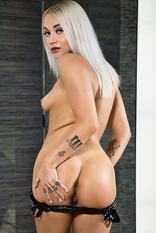 Marilyn Sugar in Toy Toes by John Chalk indoor blonde tattoo shaved pussy dildo