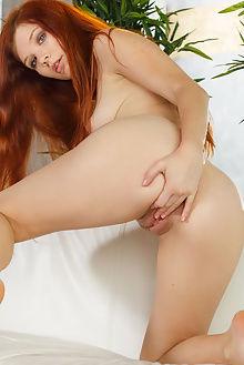 mia sollis qinarta don caravaggio indoor redhead green pussy fingering