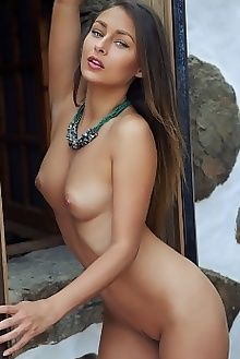 yarina a arbo arkisi outdoor brunette green tanned boobies ass pussy custom
