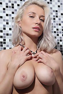 isabella lepali leonardo indoor blonde green boobies pussy custom