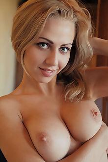 lija call me arkisi indoor blonde blue boobies shaved ass pussy