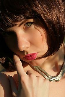 tanusha scent love natasha schon outdoor brunette