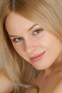xena plectia catherine indoor blonde green boobies shaved tight pussy custom