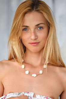 renata new model presenting alex sironi indoor blonde blue a...