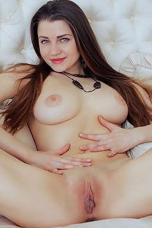 pandora b macaan arkisi indoor brunette blue pussy ass