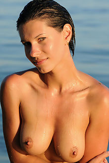 suzanna mylia fabrice outdoor brunette green eyes boobies shaved pussy sea wet sunny beach