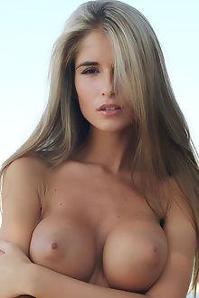 nessa grande erro outdoor blonde brown boobies ass pussy