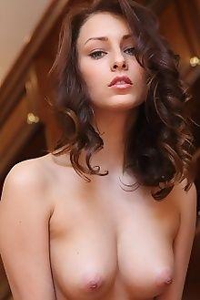 yarina a adesi leonardo indoor brunette green boobies pussy custom