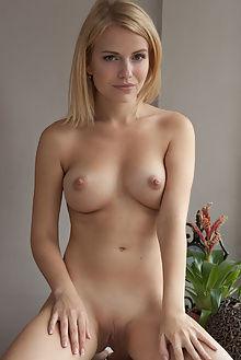 raena morfisa koenart indoor blonde pussy blue boobies