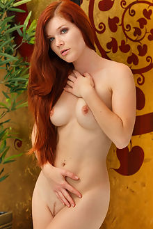 mia sollis fomila don caravaggio indoor redhead green freckles boobies wet shaved pussy