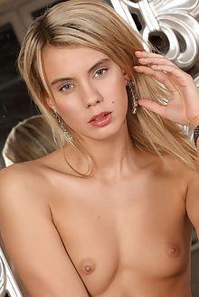 brigitte espejo luca helios indoor blonde green