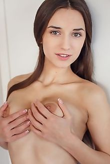 gloria sol strisce alex lynn indoor brunette green boobies shaved pinky pussy custom