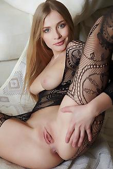 raffaella anamnisi arturo indoor blonde blue pussy
