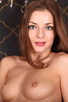 giulia alyssa a vitelia flora indoor brunette blue ass pussy boobies
