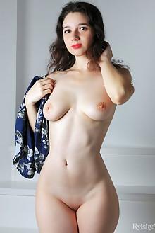 Yennefer in Langka by Rylsky indoor brunette shaved pussy feet labia