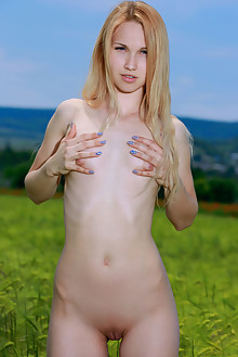 Kendell in Open Fields by Matiss outdoor sunny blonde blue eyes shaved pussy ass