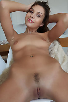sabrisse a sybali erro indoor brunette green shaved pinky pussy