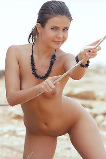 zelda b harlei arkisi outdoor brunette brown shaved ass pussy