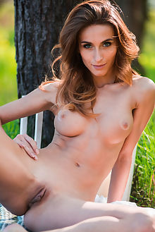 cara mell new model presenting karl sirmi outdoor brunette blue eyes shaved ass pussy
