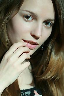 sofi shane natural beauty natasha schon indoor brunette brow...