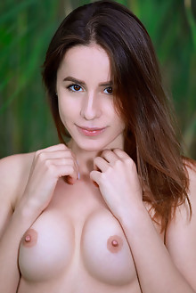 Annamalia in Peach Bottom by Matiss outdoor woods brunette brown eyes shaved ass pussy