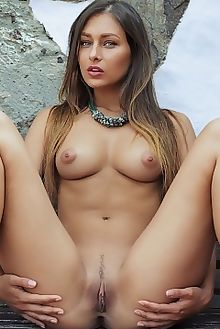 yarina verano arkisi outdoor brunette green puffy boobies tanned shaved ass pussy custom
