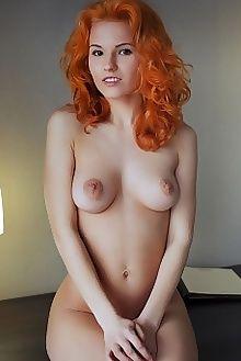 zarina pyvian arkisi indoor redhead brown boobies pussy custom