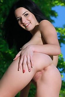 lola marron delamia matiss outdoor brunette brown boobies shaved tight pussy ass custom