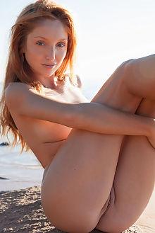 michelle h logato koenart outdoor redhead blue freckles boobies ass pussy