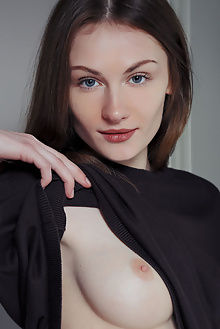 keela cafe arkisi indoor brunette blue ass pussy shaved
