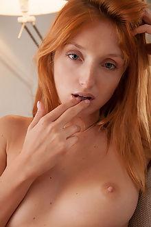 michelle h miusa koenart indoor redhead blue pussy boobies