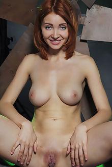 kika siaca arkisi indoor redhead blue boobies shaved pussy labia