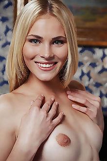 cordelia invarea arkisi indoor blonde green ass pussy custom