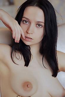 yassa new model presenting arkisi indoor brunette hazel boobies ass pussy hips tight custom