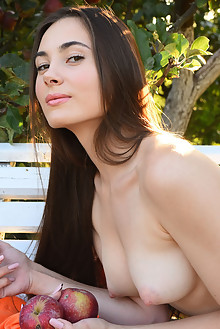 Presenting Lola Cherie by Fabrice outdoor brunette brown eyes boobies shaved pussy custom