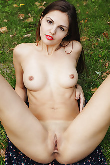 Alise Moreno in Verano by Flora outdoor brunette brown eyes boobies shaved pussy ass grass latest