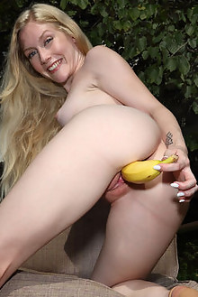 Emma Starletto in Hot Off The Grill outdoor blonde shaved pussy toys