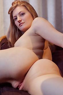 bretona clarette albert varin indoor blonde green shaved ass pinky pussy tight