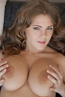 viola bailey reniya koenart indoor blonde hazel boobies ass pussy tight custom