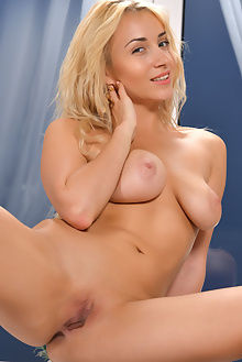 isabella d daxine alejandro indoor blonde brown boobies ass pussy