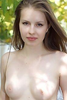 victoriya diruna egon schneider outdoor brunette green boobies ass pussy unshaven custom
