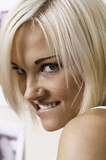 zazie voyeur charles lakante indoor blonde blue boobies shaved ass pussy