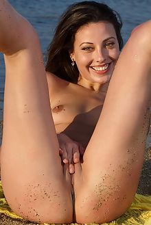 lorena b garcia sea gift don caravaggio outdoor brunette brown petite wet beach shaved pussy ass fingering metartx