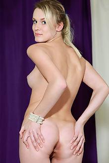 bella luce lideis matiss indoor blonde ass pussy