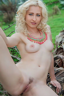 janelle b yresoni arkisi outdoor blonde blue pussy woods