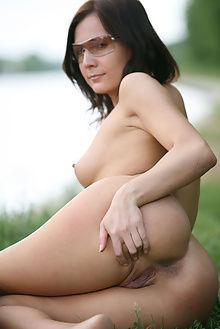 mazantara public park volkov outdoor brunette boobies pussy