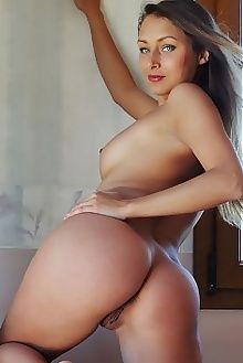yarina anirma arkisi indoor brunette green tanned boobies ass pussy custom