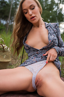 Aislin in Vintage Look by Karl Sirmi outdoor blonde blue eyes boobies shaved pussy ass custom